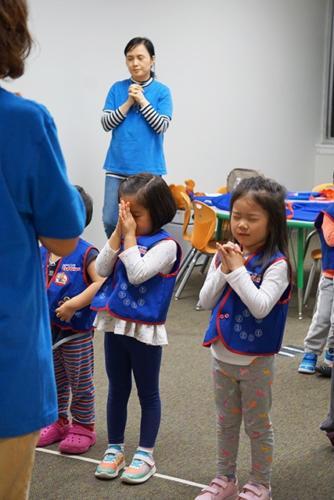 cubbies in prayer02