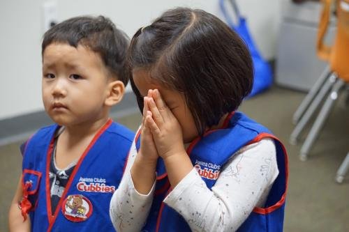 cubbies in prayer03